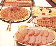 Buffetausschnitt mit Krabben, Nürnberger und Leberkäse
